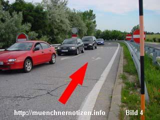 Die Richtung, die das ASFINAG-Fahrzeug im Rückwärtsgang entgegen der Fahrtrichtung fuhr