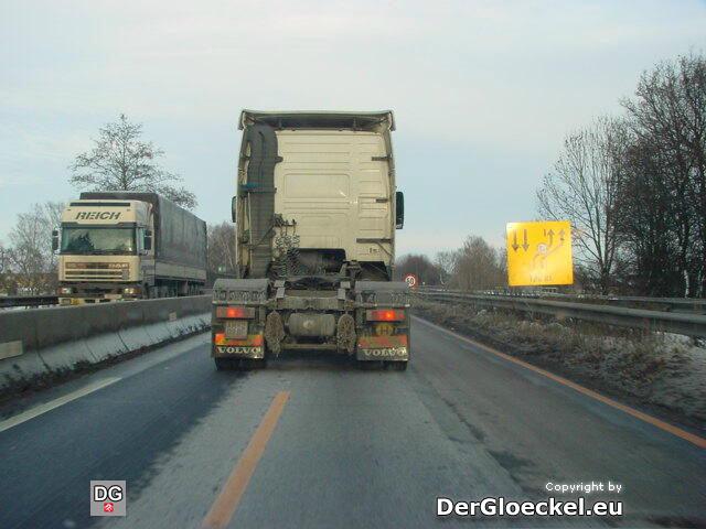 LKW Fahrer telefoniert und blockiert