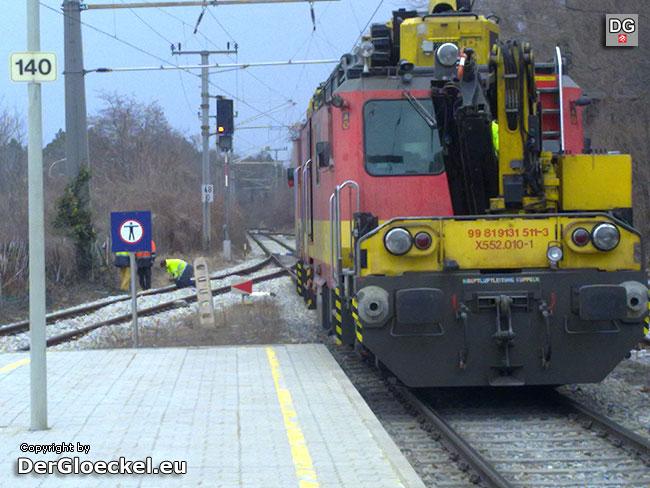 Der Arbeitszug der ÖBB mußte zur Neuerrichtung der Erdungskabel ausrücken | Foto: DerGloeckel.eu