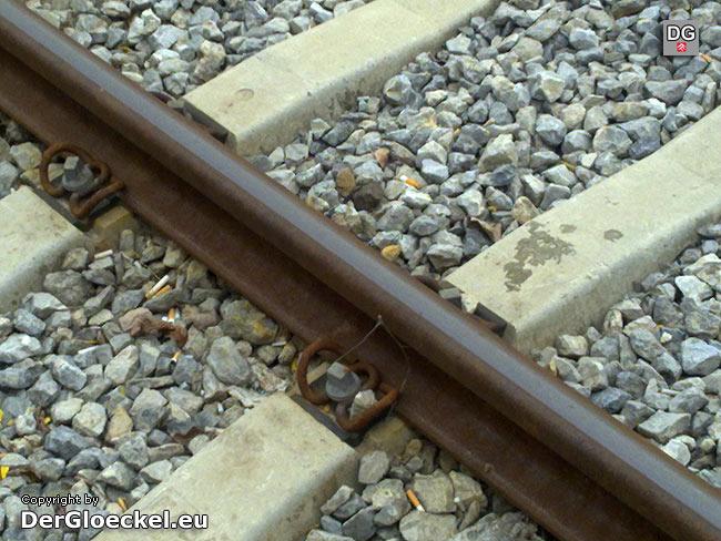 Tatort Gleisanlage: hier wurde beispielsweise das Erdungskabel von unbekannten Tätern entfernt | Foto: DerGloeckel.eu